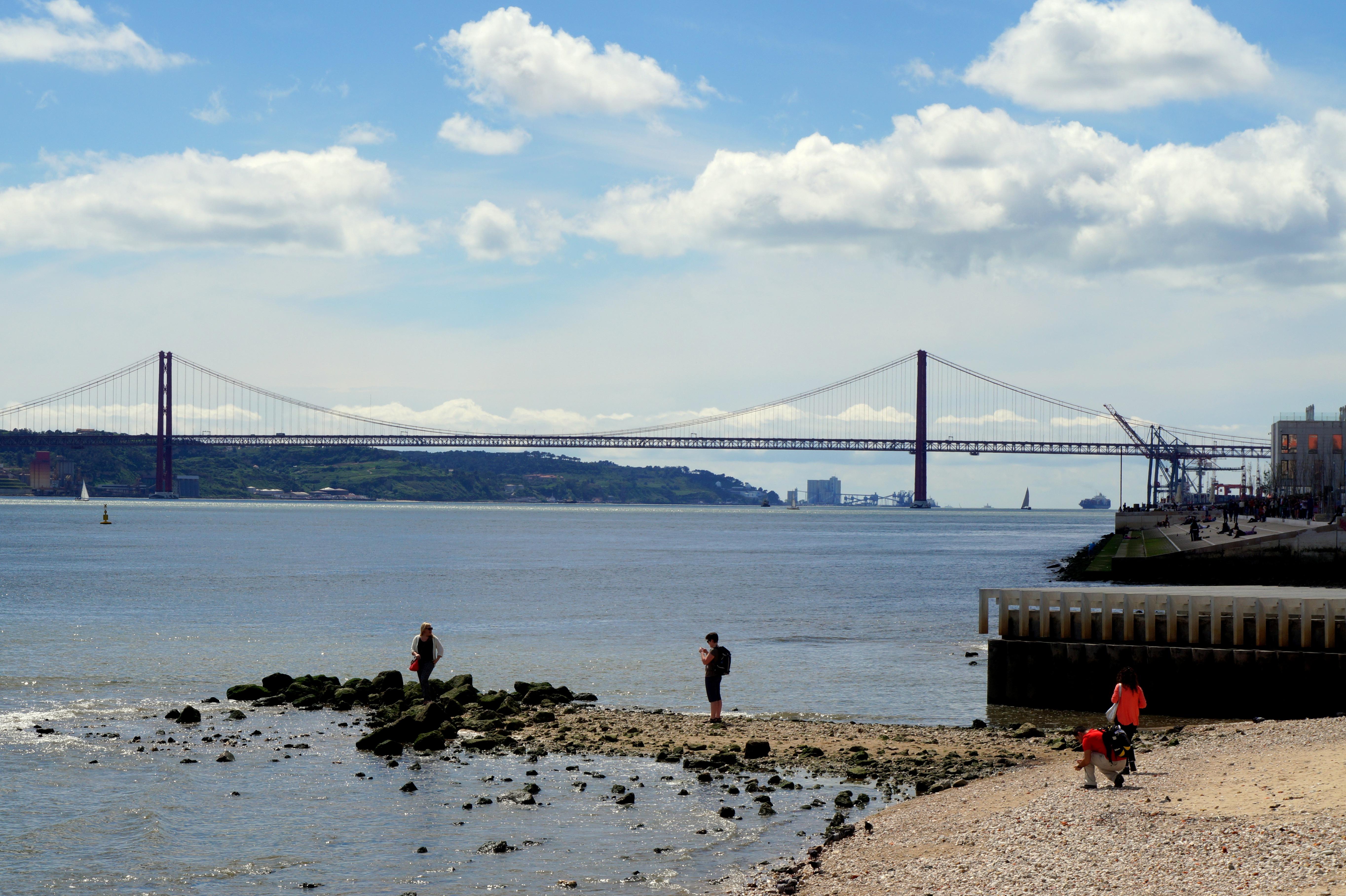 lisboa playa palarios puente portugal